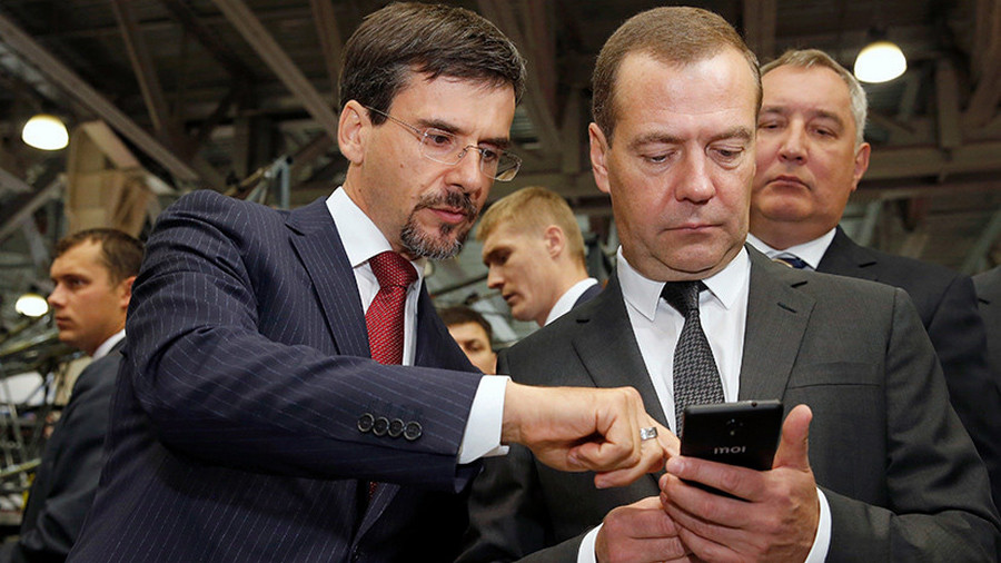 СМИ узнали, что Медведев небудет пользоваться телефоном Inoi R7